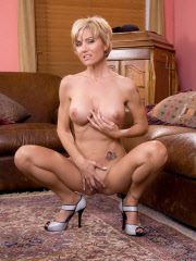 Busty Blondie