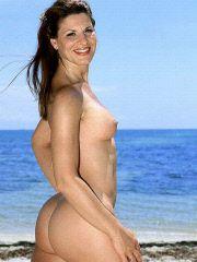Naughty mom gets kinky at the beach