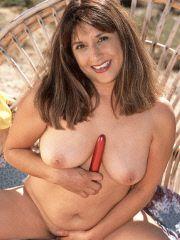 MILF rubs her sweet snatch outdoors