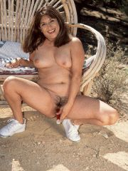 MILF rubs her sweet snatch outdoors