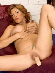 Mature babe pounds her snatch with dildo
