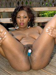 Mature black sex fiend fucks her pussy