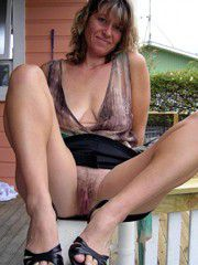 Sexy amateur milfs posted their naked photos, mature pussy..