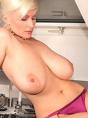 Busty Cassandra hot milf photos, nude exclusive pictues..