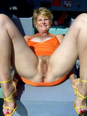 Amateur mature women show us..