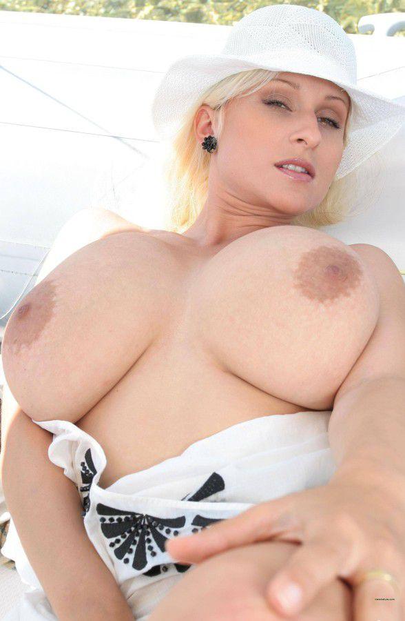 Cassandra Busty Pics 98