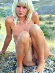 Middle-aged naked women, these cuties do not hesitate to..