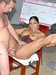 Chk out this hands on sex ed teacher showing the ropes to..