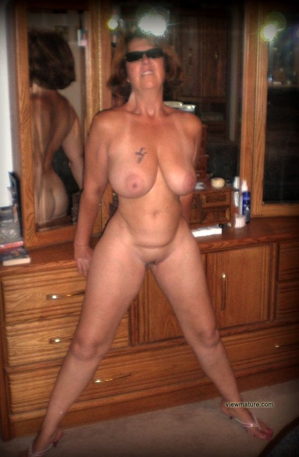 Voluptuous wife naked Mature