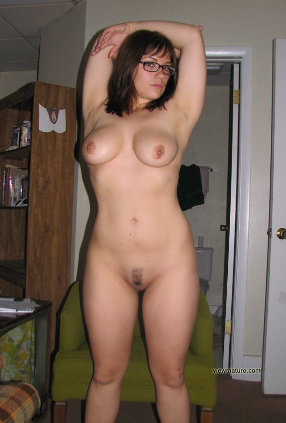 20yo hottie naked spread 3