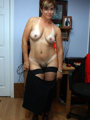 Mature wife is wild cougar when she starved