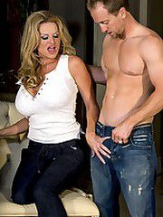Kelly gives a blowjob and gets fucked..