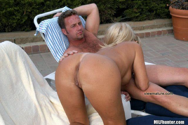 Hot milf picks up horny blonde hitchiker!