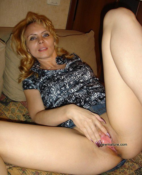 9 horny nude wives