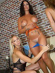 These hot milfs love goin deep down muff diving on eachother