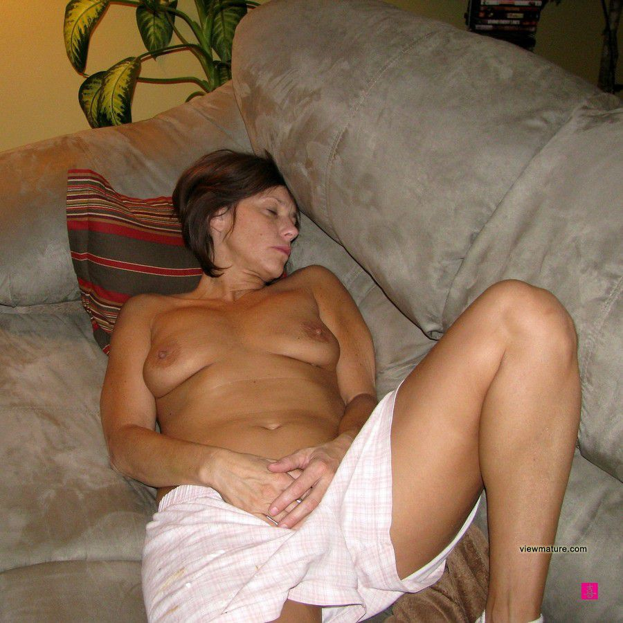 home naked pics on phone