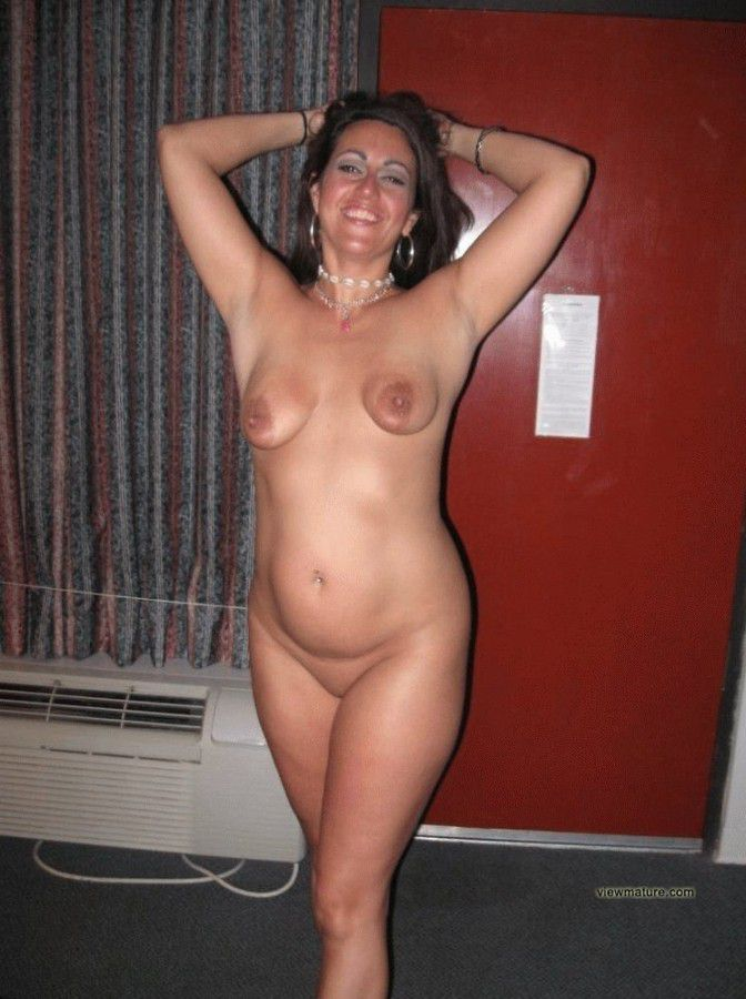 bitch housewife nudist