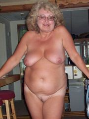 I love this old milf, she has a perfect..