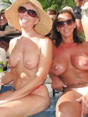 Old girlfriends posted their amateur homemade naked photos