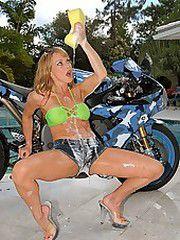 Amazing long leg bikini babe shyla..