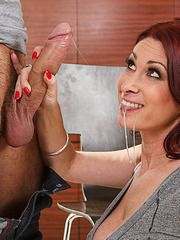 Nextdoor MILF Tiffany Mynx Is Sexlees..