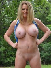 Lexeigh Display Her Sexy MILF Body