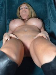 Lovely MILF Lexeigh Flaunt Her Tight Naked Body