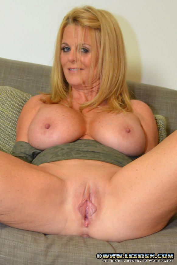 image British milf shows off gorgeous body and has dildo fun