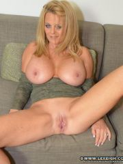 Slutty MILF Lexeigh Show Off Her Muffin. Picture #7.
