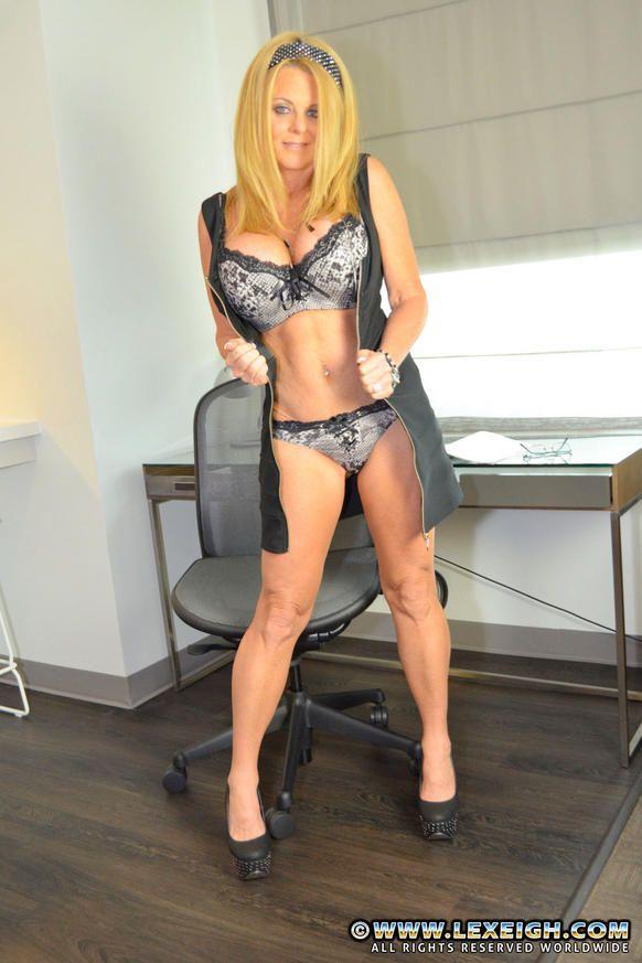 sexy muscle lady handjob