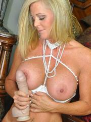 MILF Lexeigh Play With A Huge Toy Dick