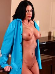 Housewife Aryana Augustine Gets Nasty With A Stran..