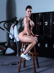 Sexy Babe Screwed In The Gym