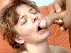 Mature gives nice blowjob and fucks..
