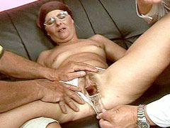 Old mature slut gets banged in..