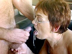 Granny babe in glasses sucks cock and get hardcore sex