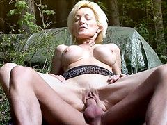 Blonde mature with shaved pussy suck cock and fucking outdoor