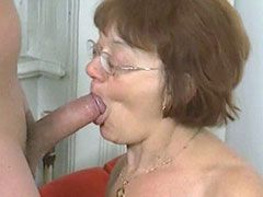 Drunk mature mom in glasses sucking and fucking