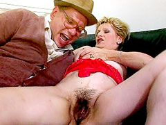Blonde mature babe getting fucked hard in hairy beaver on sofa