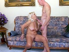 Guy lick pussy sexy blondy granny babe and wild drill wet..