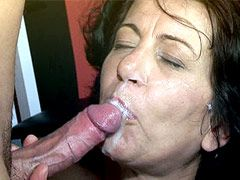 Mature lady in white stockings play with dildo and gets..