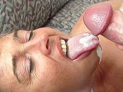 Horny granny babe gives hot blowjob and eating fresh sperm