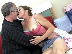 Pretty mature housewife kisses and suck old cock