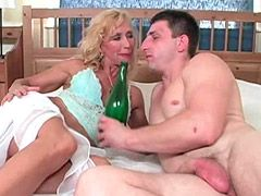 Horny mature babe gets bottle in shaved pussy and suck cock