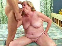 Aged woman sucking cock and hard banged on bed