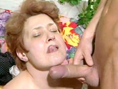 Granny chick with hairy beaver sucks long penis and fucked