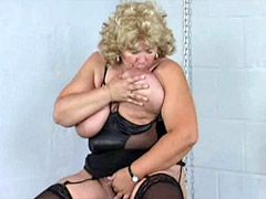 Chubby mature with natural big boobs fingering old hole