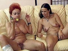 Mature lesbians gets fucked in wild groupsex with facialed