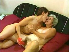 Old mom toying pussy and fucking guy in anal