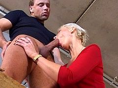 Sexy mature chick loves to feel hard cock in her hot ass